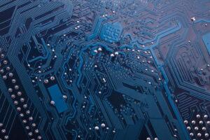 Rilevazione e gestione delle presenze: circuito elettronico che rappresenta il reticolo di strade di una città, metafora della timbratura virtuale